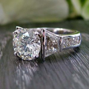 Round Diamond Engagement Ring Online